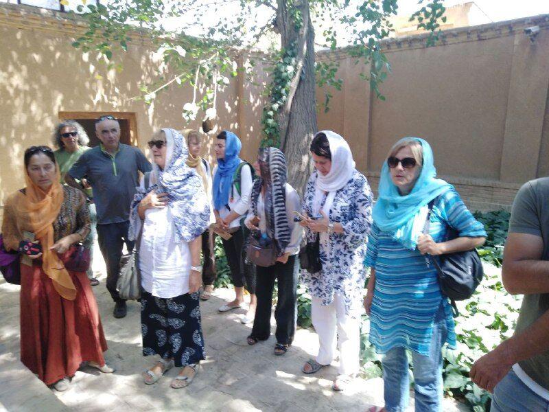 بازدیدگردشگران صرب از بیت امام در خمین