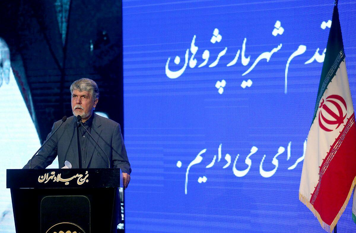 زبان فارسی گنجینه علوم ایرانی، اسلامی و انسانی است