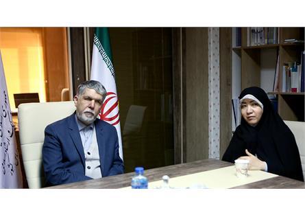 خط دیپلماسی فرهنگی هنری را بر مبنای لباس ایرانی تقویت کنیم