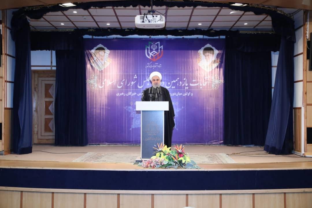 رئیسجمهوری پس از شرکت در انتخابات و در جمع خبرنگاران: ملت ایران با حضور گسترده در انتخابات افتخار جدیدی میآفریند