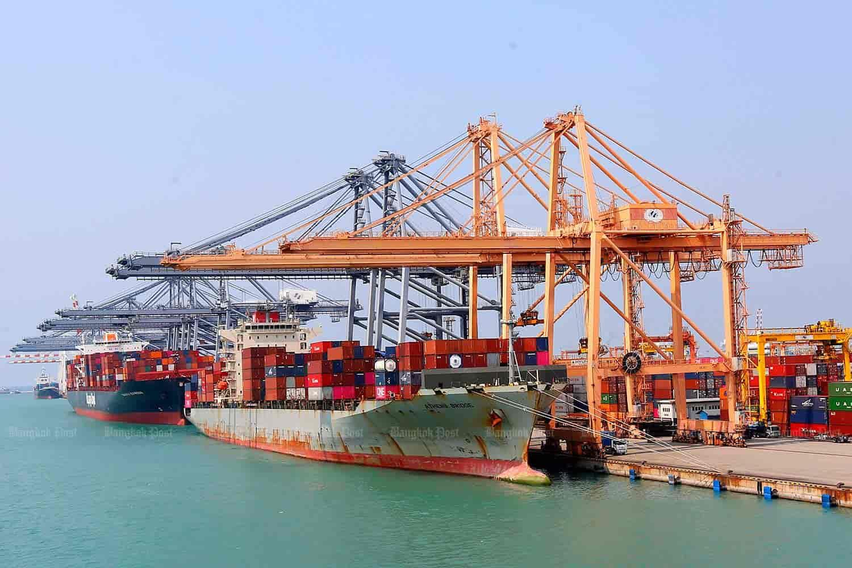 دولت دست صادر کنندگان را برای وارد کردنکالا های اساسی و تامین ارز کشور باز بگذارد