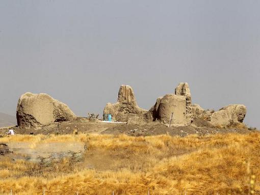 ردپایی از دوره هخامنشی در قلعه قلندران شازند